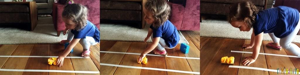 Brincadeira para crianças de 2 anos - gabi brincando com carrinho na pista
