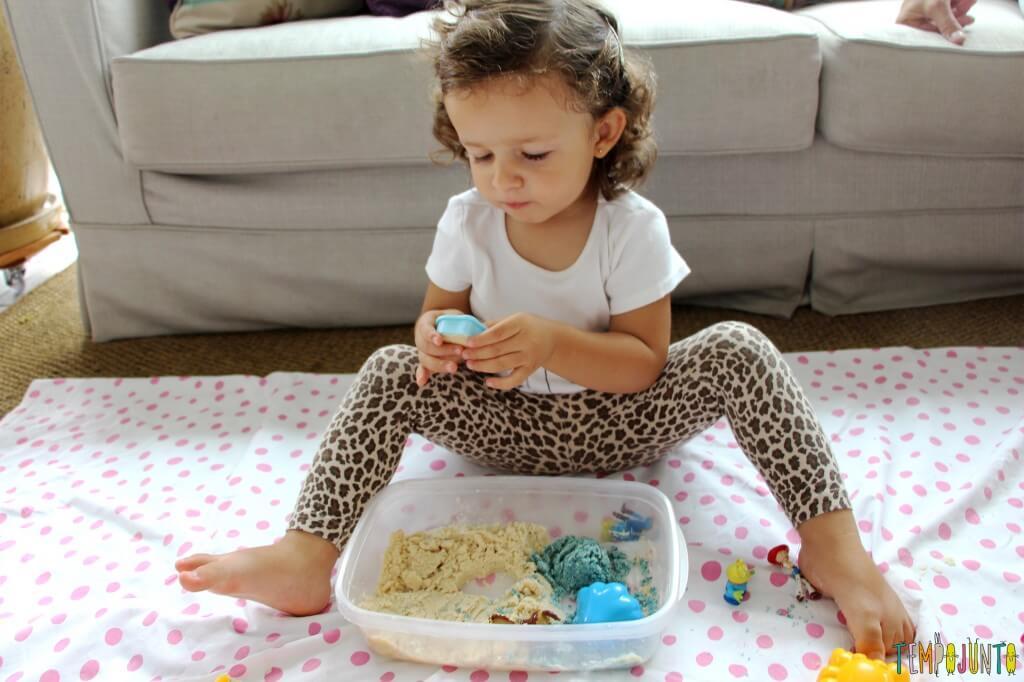 Como fazer areia caseira - gabi brincando com forminhas 1