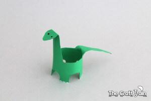 10 ideias de brincadeiras com dinossauros - diplodocus de papel higienico