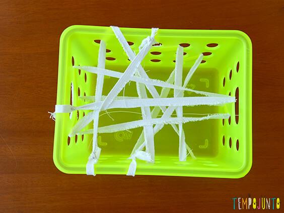 Brincadeiras que te ajudam na hora de visitar alguém - caixa teia de aranha