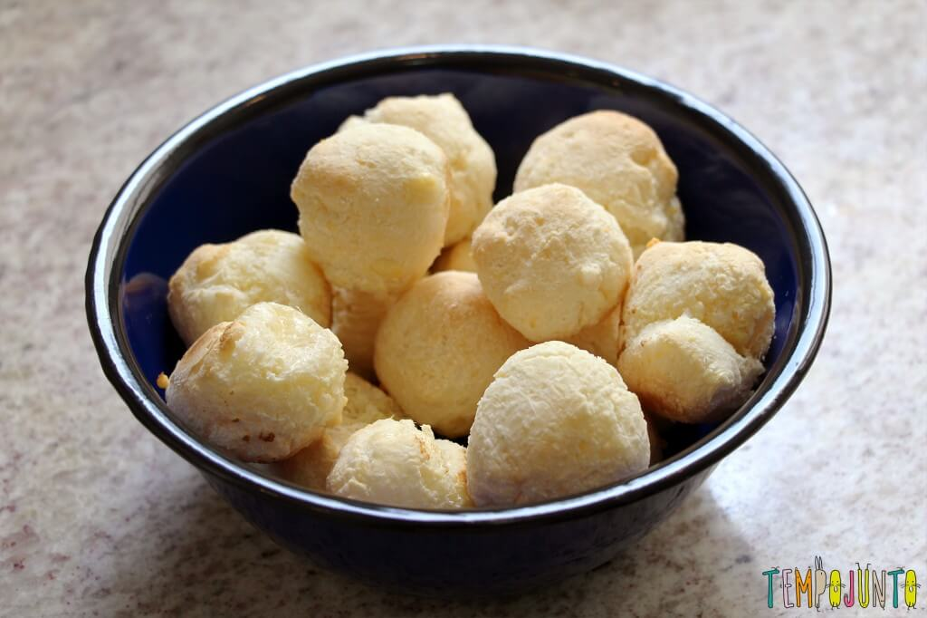 Receita de pão de queijo para fazer com as crianças - pao de queijo pronto