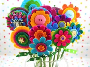 10 ideias de presentes para fazer em casa para as mães - flores de feltro e botoes