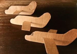 10 maneiras de brincar de avião - avião de papelão
