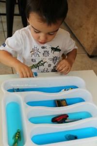 Cantinhos são formas incríveis de brincar e desenvolver a criatividade - cantinho navegar no porta talheres