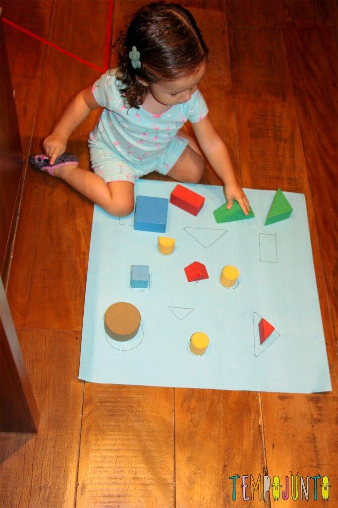 Como fazer um jogo de encaixe para as crianças - gabi brincando antes de dormir