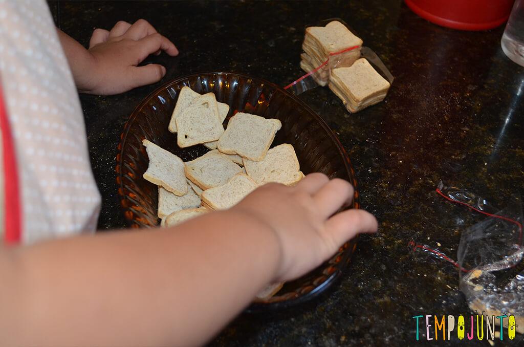 Da brincadeira surge um canapé e o arroz de cada dia - arrumando o canape 2