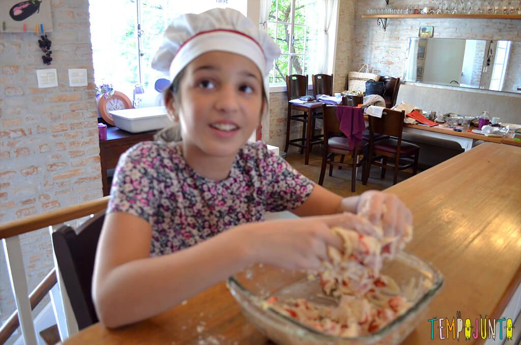 Presente da mamãe feito pela Chapeuzinho Vermelho - Tempojunto na Cozinha - carol com a mao na massa