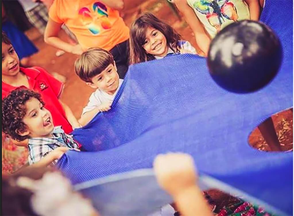 10 brincadeiras na pracinha - Joao passeia_futebol de pano
