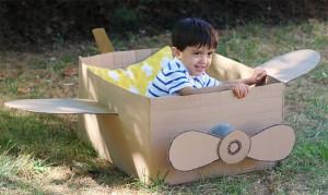 10 ideias de atividades para fazer nas férias das crianças - avião de caixa
