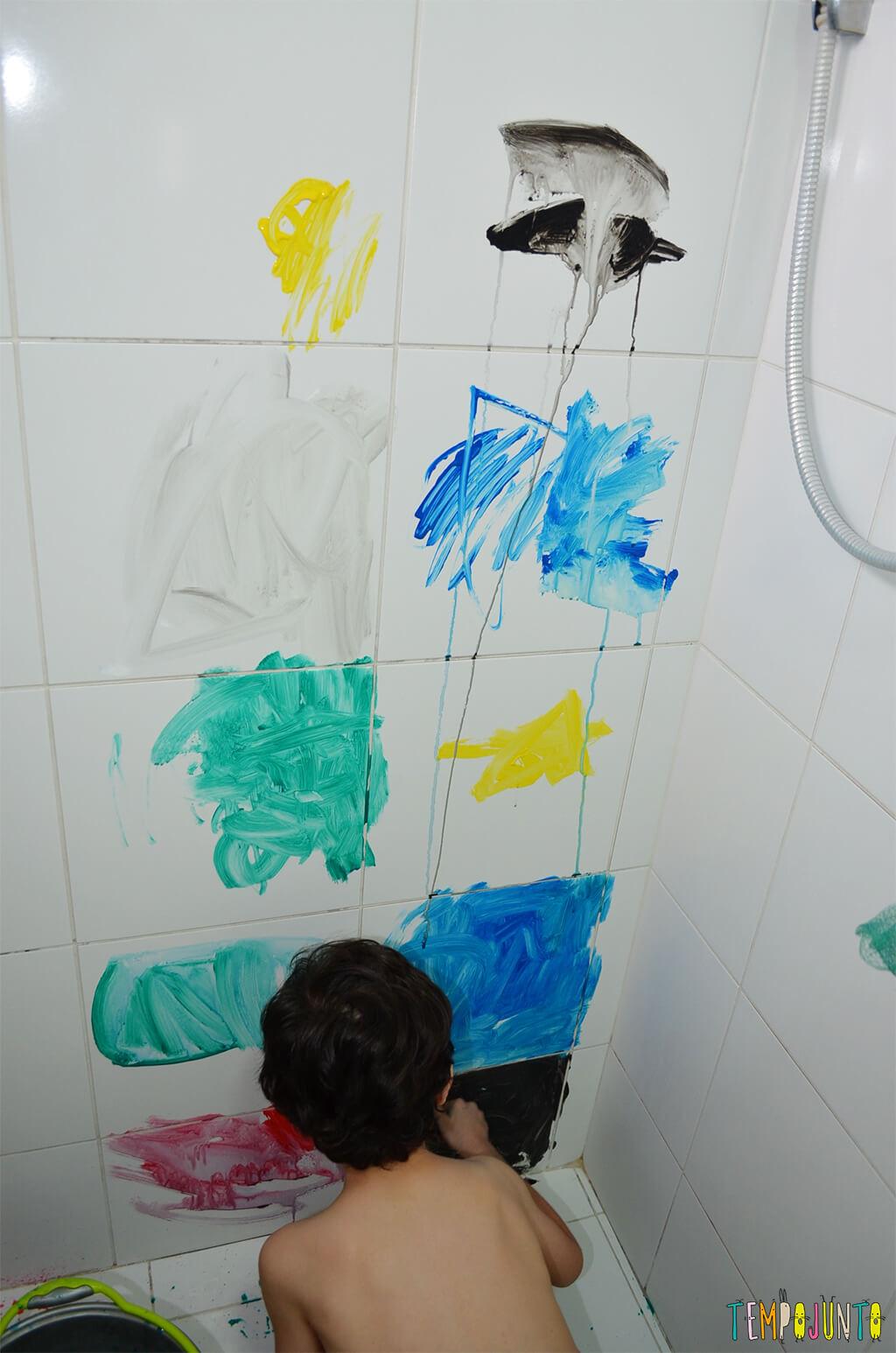 Até o banheiro é lugar de brincar e criar obras de arte - Tempojunto | Aproveitando cada minuto com seus filhos