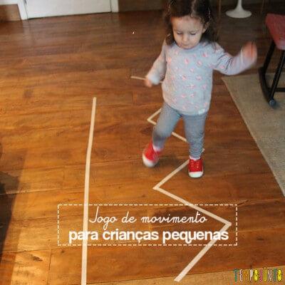 Jogo de movimento para crianças pequenas