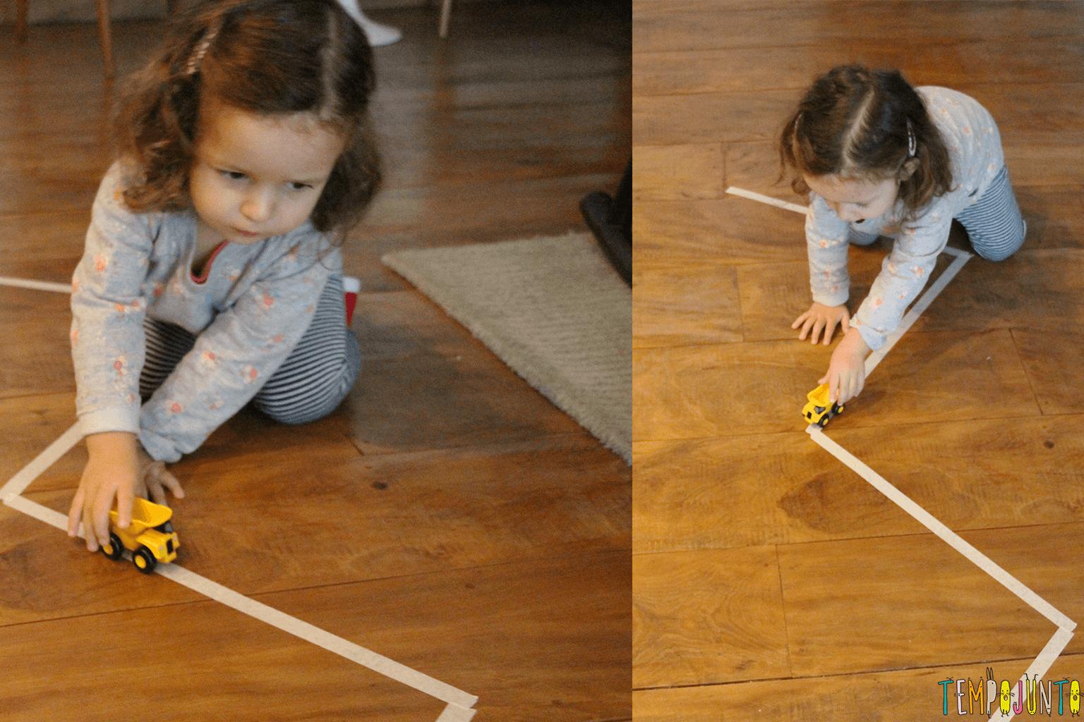 Jogo de movimento para crianças pequenas - gabi brincando com o carrinho