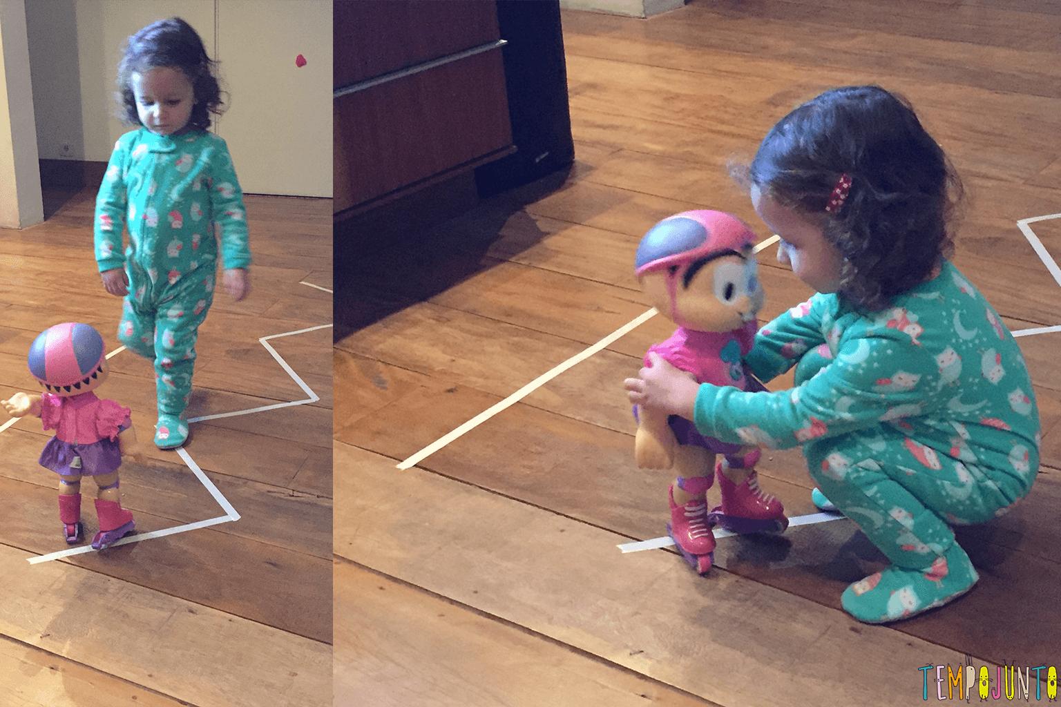 Jogo de movimento para crianças pequenas - Gabi e Mônica patinadora