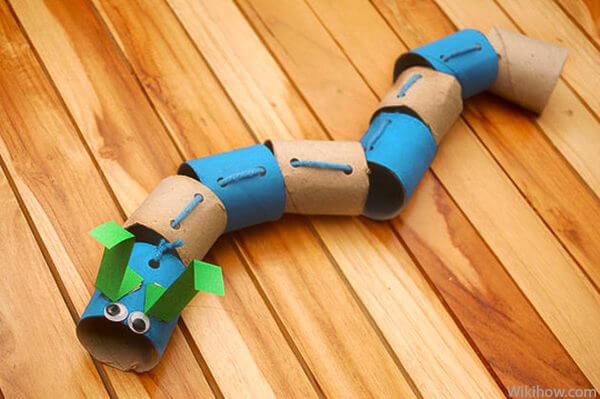Mais 10 ideias de brinquedos com rolo de papel higiênico - lagarta