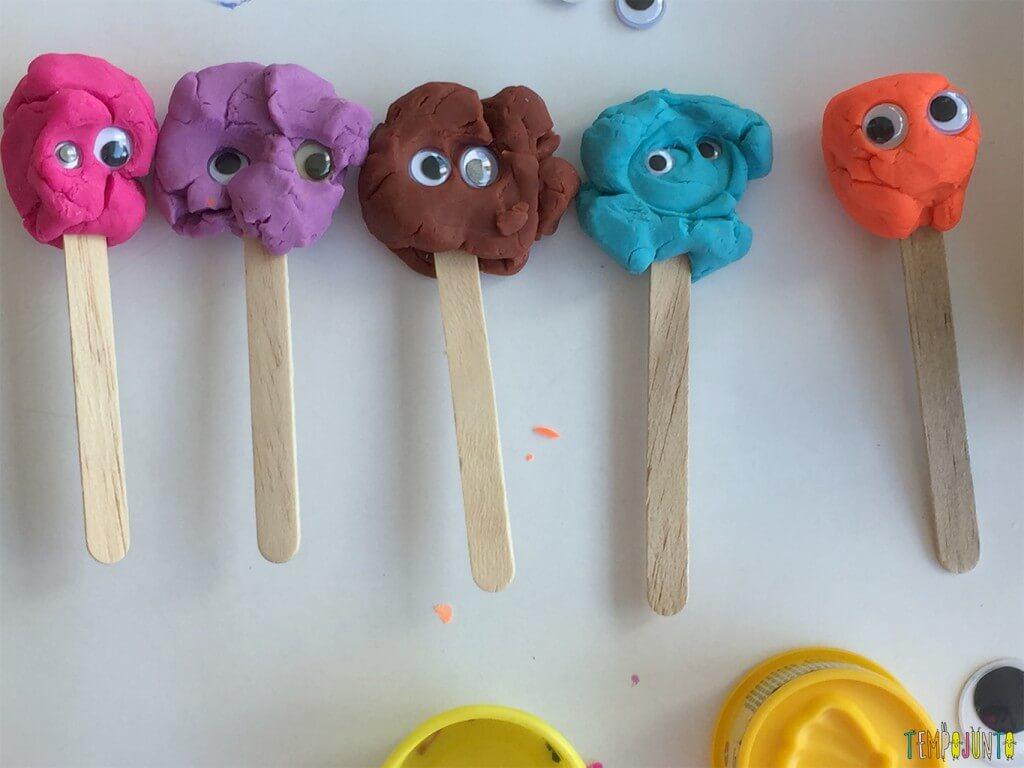 Mais um cantinho de massinha para crianças pequenas - bonecos prontos