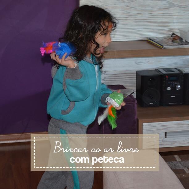 Peteca é uma brincadeira típica brasileira para se divertir ao ar livre