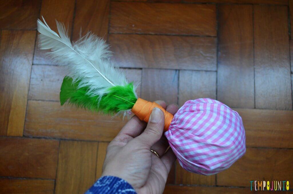 Peteca é uma brincadeira típica brasileira para se divertir ao ar livre - peteca pronta