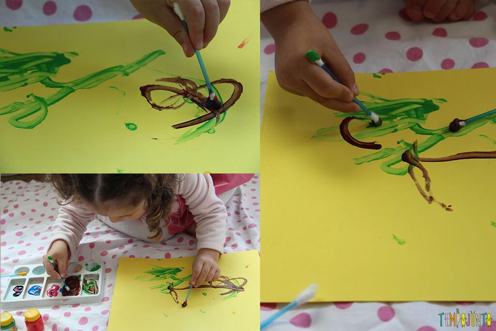Pintura com cotonete, um jeito diferente dos pequenos fazerem arte - gabi terminando pintura