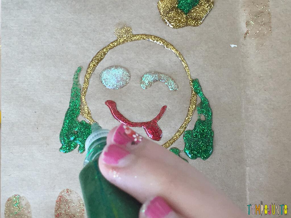 Arte com cola colorida - desenho da carol