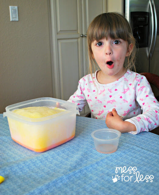 10 maneiras de brincar com bicarbonato de sodio - leite que explode