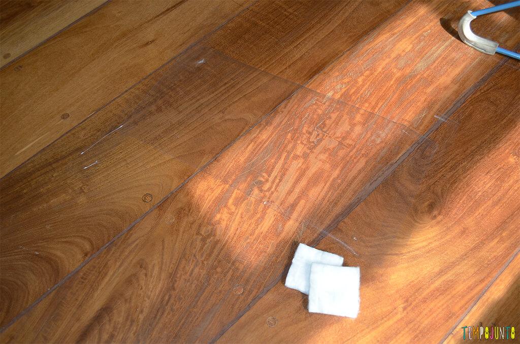 Brincadeira sensorial para bebês com algodão e papel adesivo - materiais