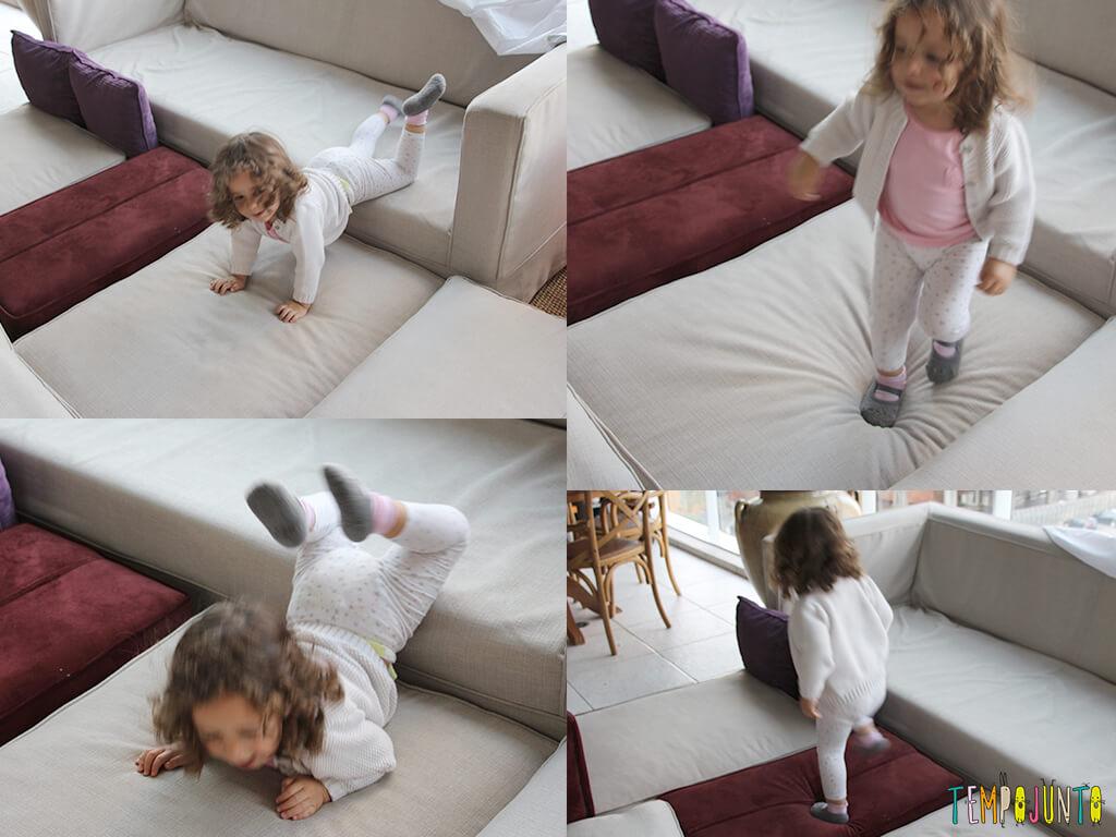 circuito - gabi pulando no sofa