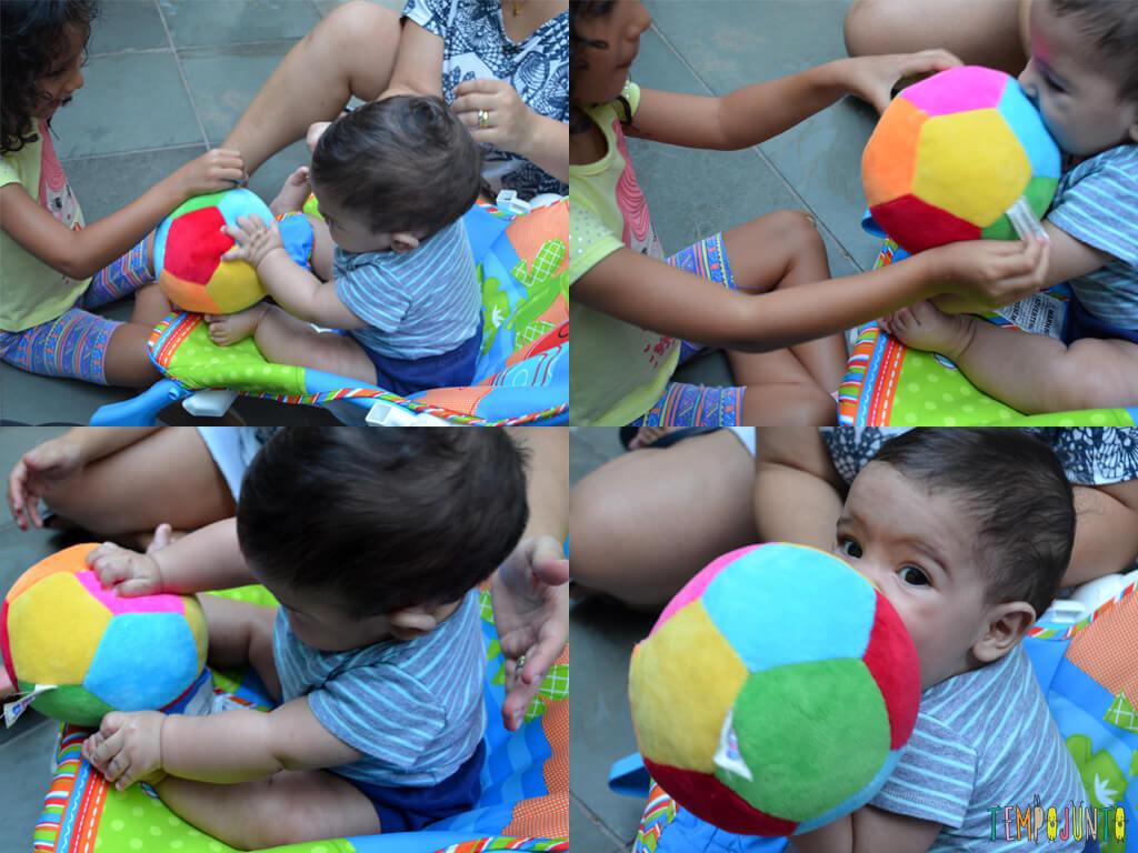 19.04.36_bernardo-brincando-com-bola-colorida