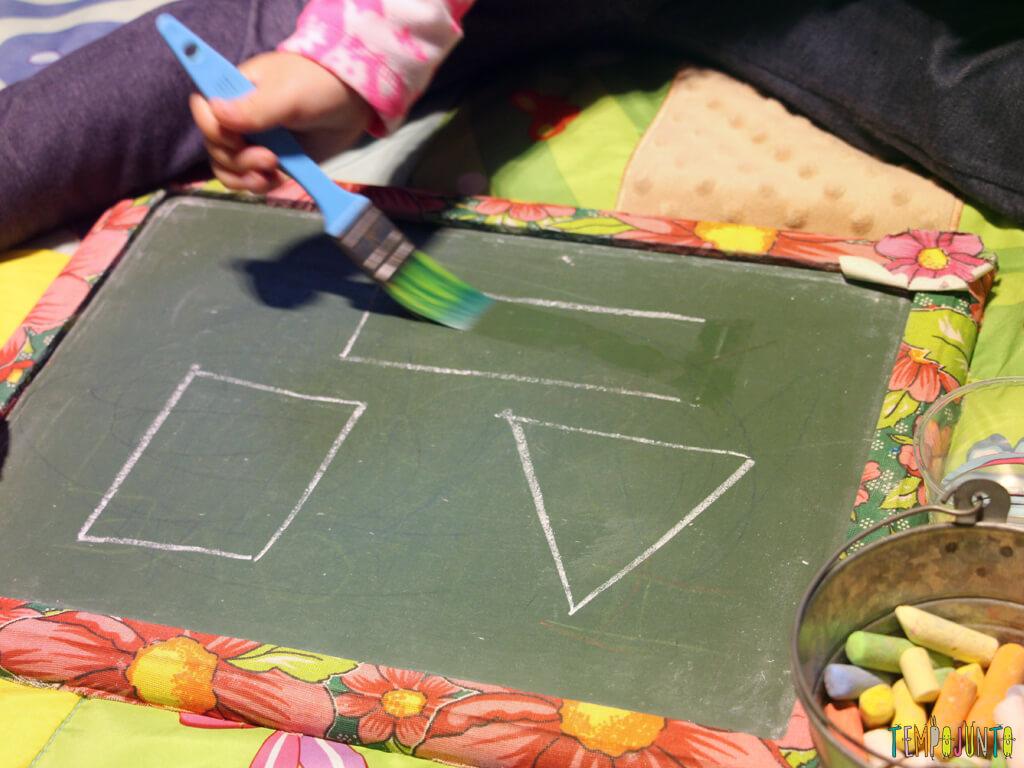 melhores atividades de artes para crianças de 2 a 3 anos apagar com água
