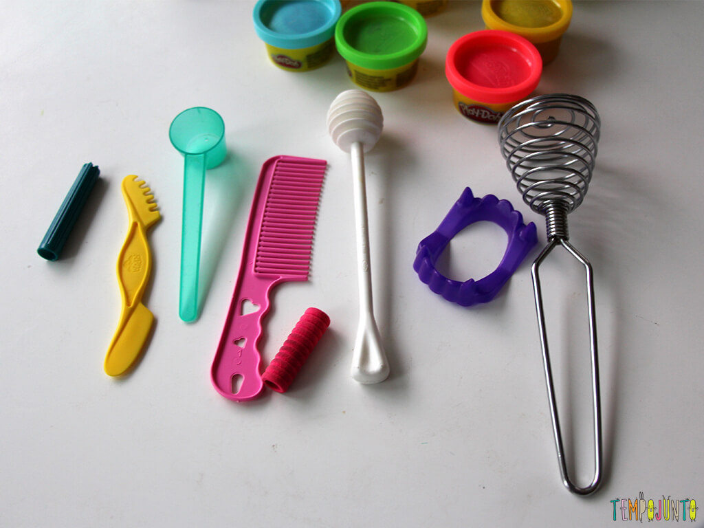 Brincar de massinha e objetos da casa_7206_materiais