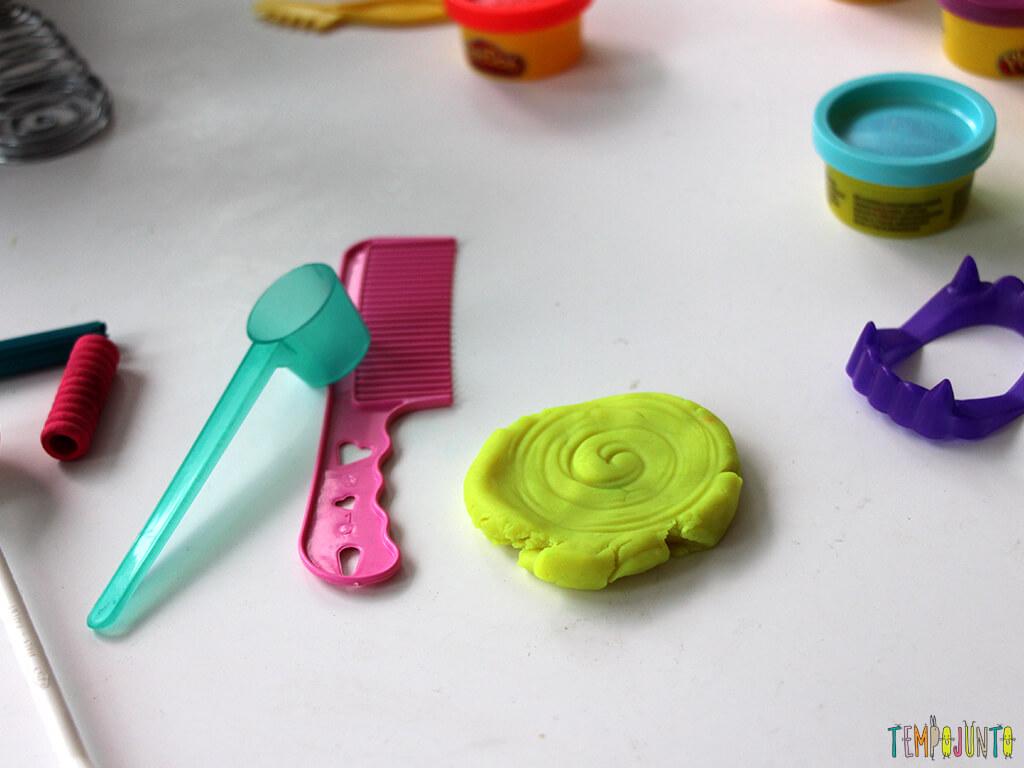 Brincar de massinha e objetos da casa_7216_massinha-caracol