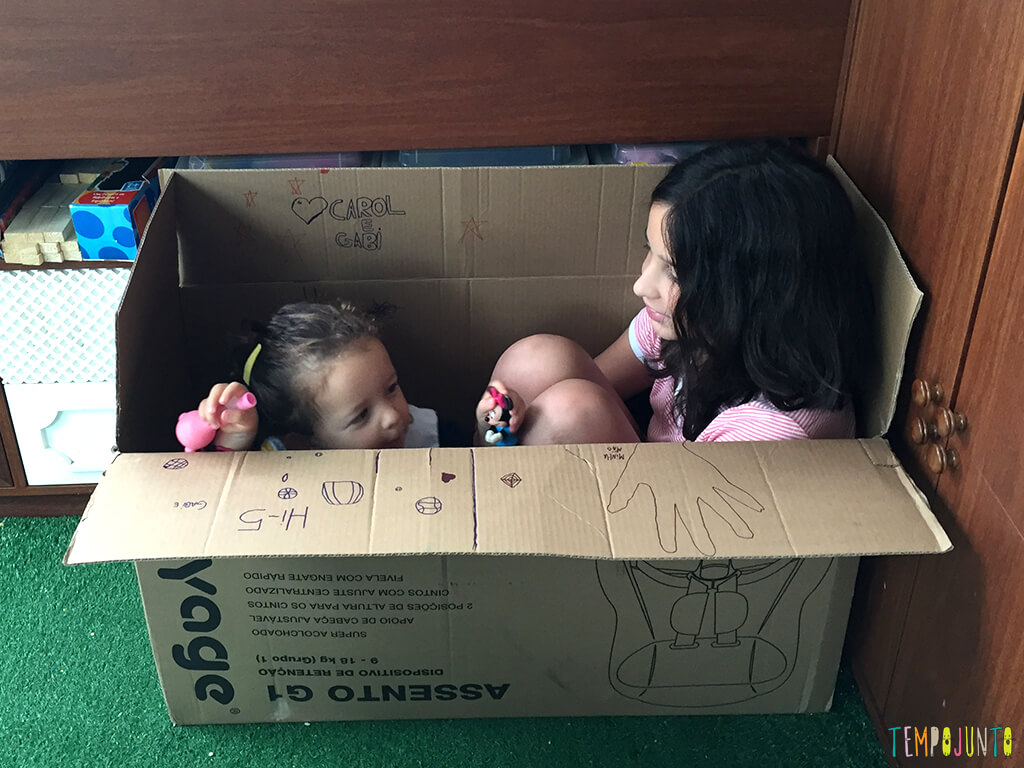 Como brincar com criancas de idades diferentes_07.35.22_Meninas-dentro-da-caixa