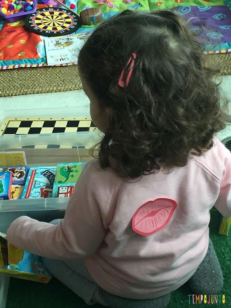 Uma aventura em casa para crianças grandes_11.17.37_Adesivo-na-gabi