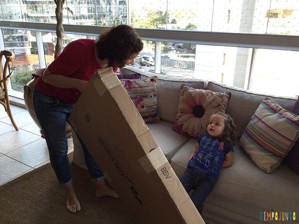 Como fazer uma cabana de caixa de papelao_15.38.49_patmarinho mostrando a caixa