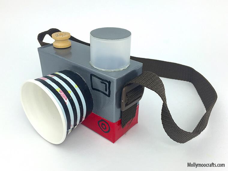 10 maneiras de brincar com copo descartável_Copos-descartaveis-atividade-camera_Mollymoocrafts.com