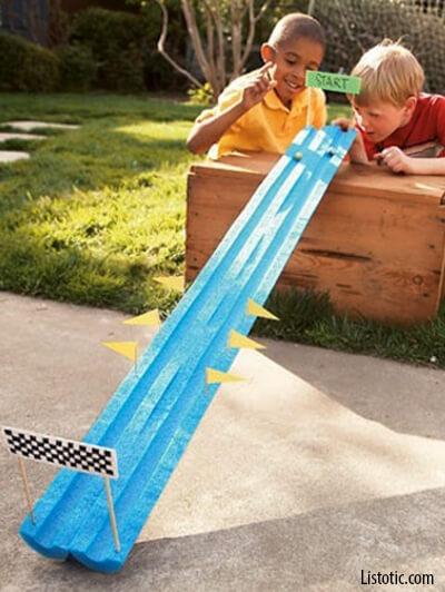10 dicas de brincadeiras para fazer no quintal - corrida de carrinhos