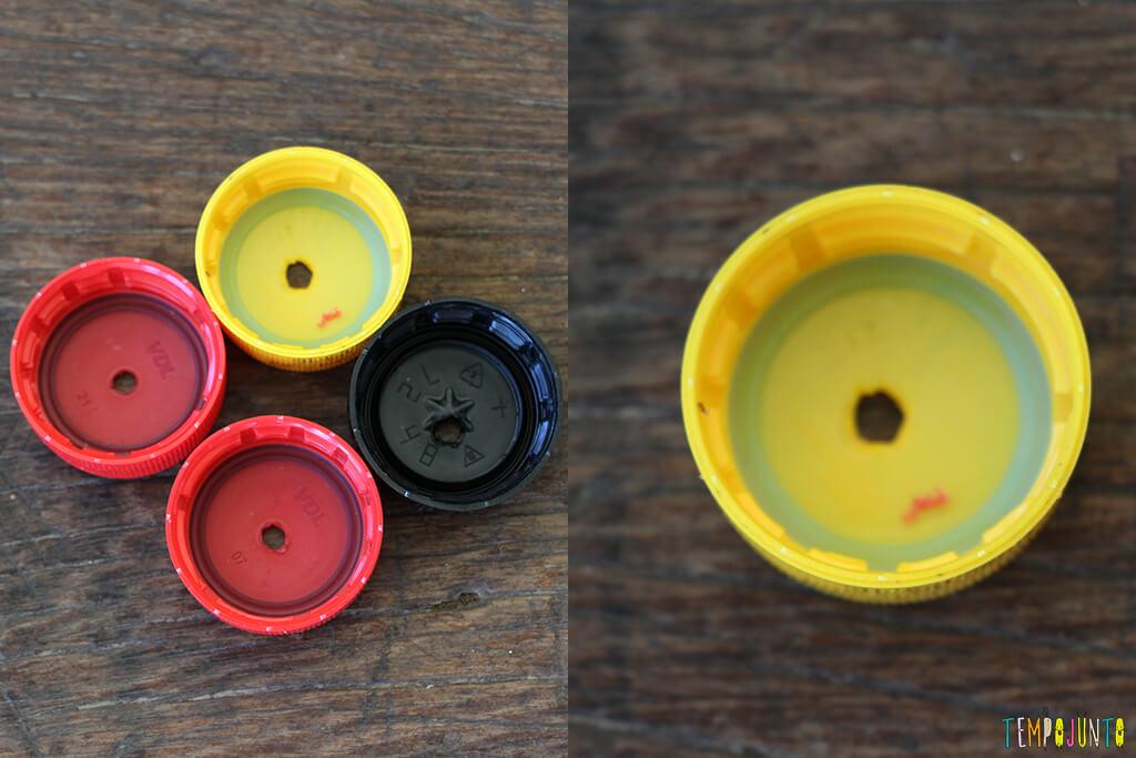 Como transformar tampas de garrafa em brinquedo - tampinhas