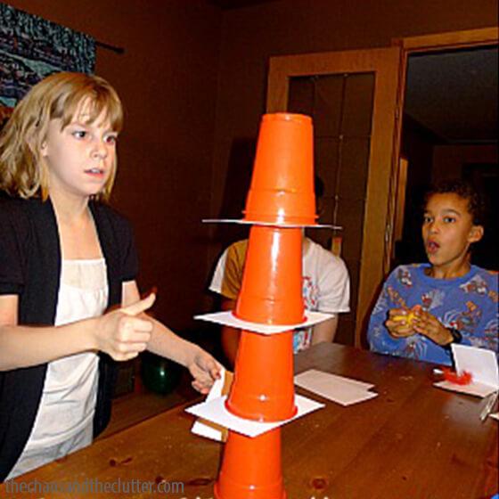 Jogos em familia - pilha de copos
