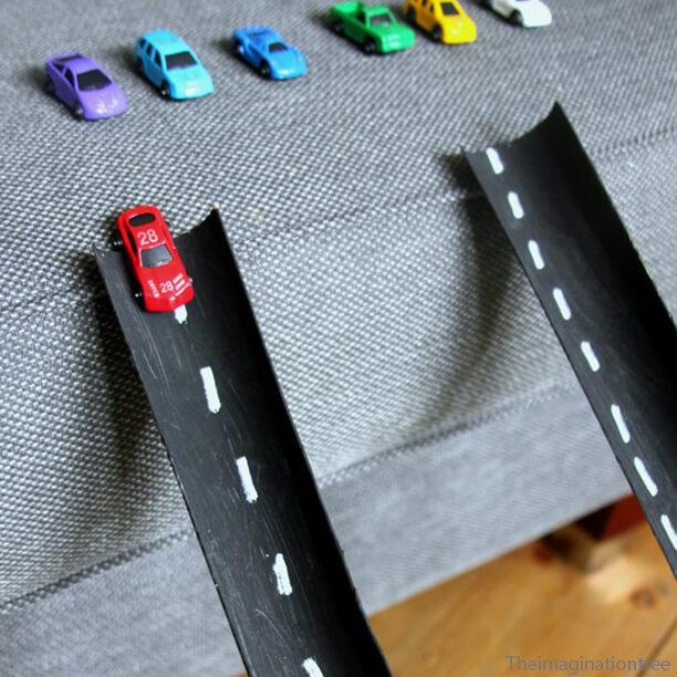 10 ideias de brinquedos caseiros faceis de fazer - rampa de carrinho