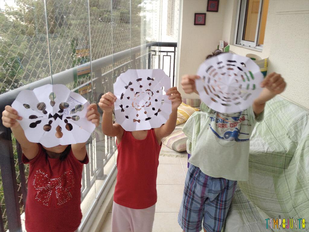 Arte para crianças entre 4 e 7 anos kirigami - criancas com seus desenhos