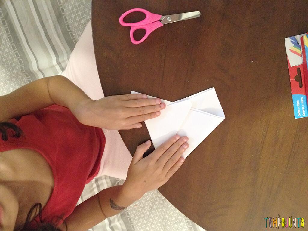 Arte para crianças entre 4 e 7 anos kirigami - larissa dobrando 2