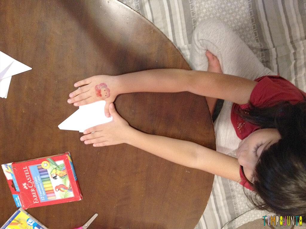 Arte para crianças entre 4 e 7 anos kirigami - larissa dobrando