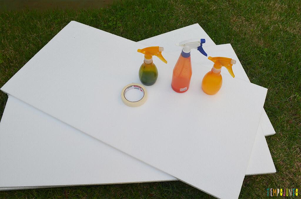 Arte com borrifador de tinta e isopor para uma brincadeira ao ar livre - materiais