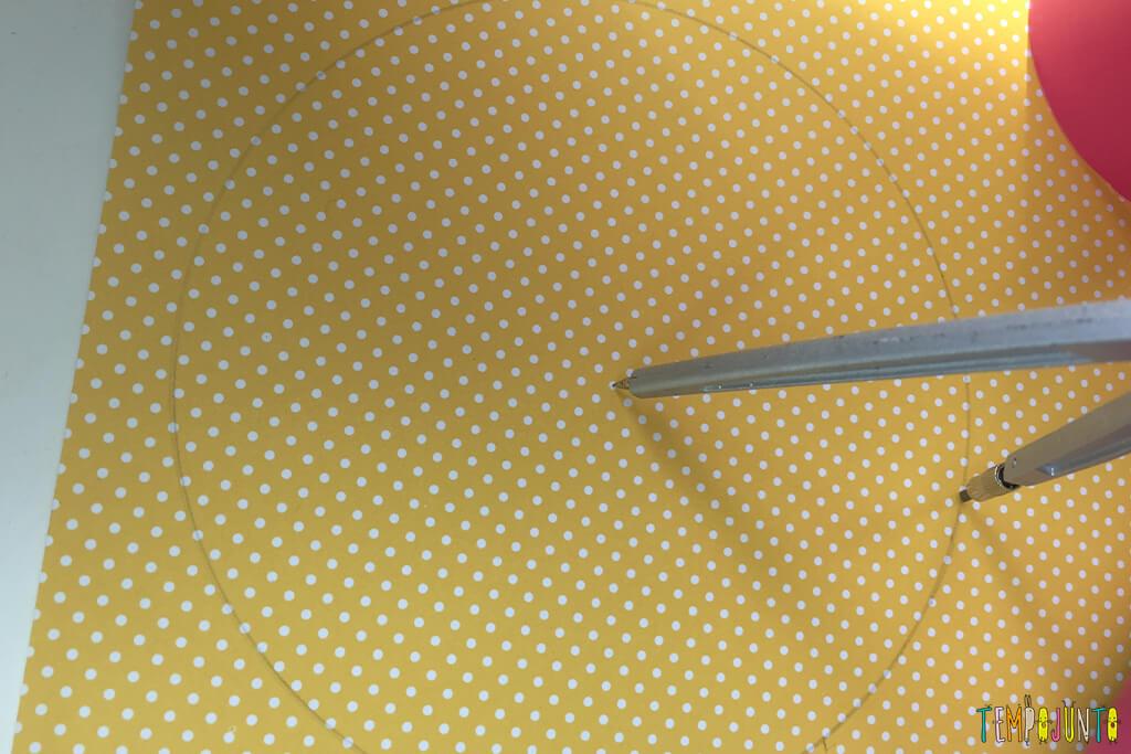 Como fazer uma casinha para as bonecas - desenhando o telhado no papel