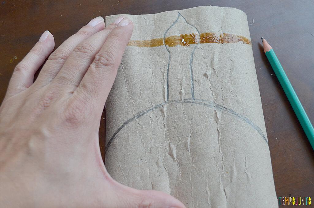 Um fantoche diferente feito de tubo de papel toalha - desenho vela acesa