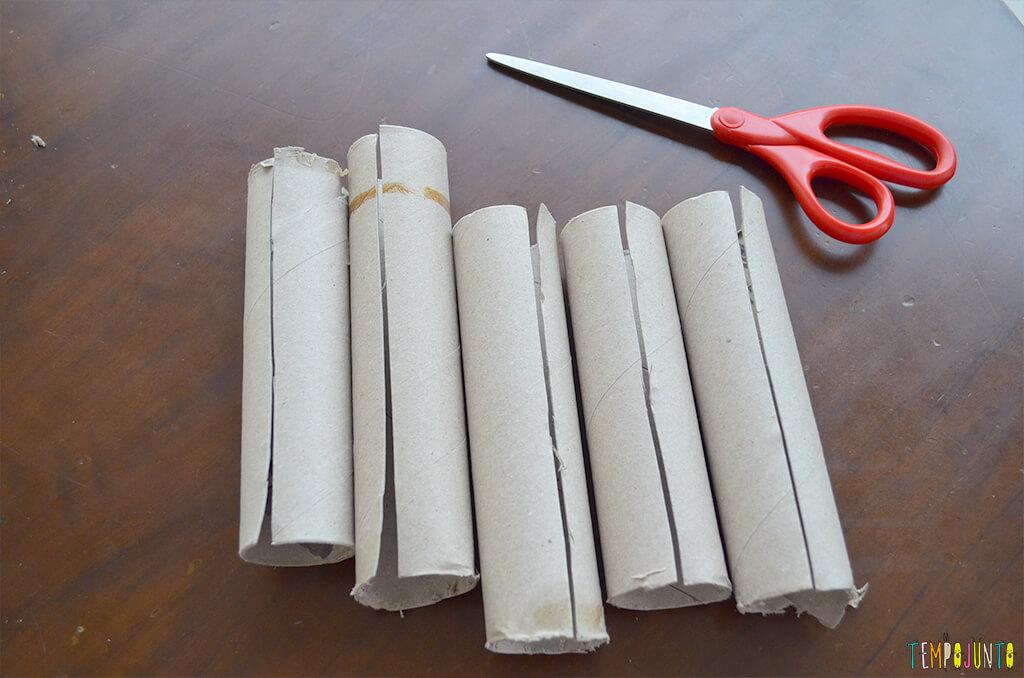 Um fantoche diferente feito de tubo de papel toalha - rolos cortados