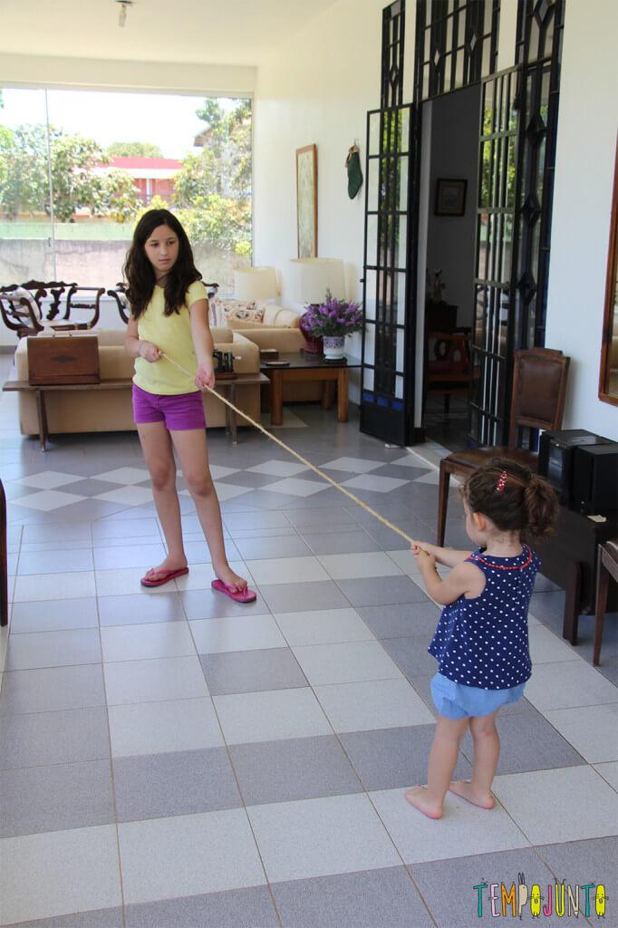10 maneiras de brincar de pular corda - cabo de guerr