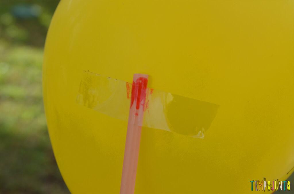 Balão copo descartavel - detalhe do durex na bexiga