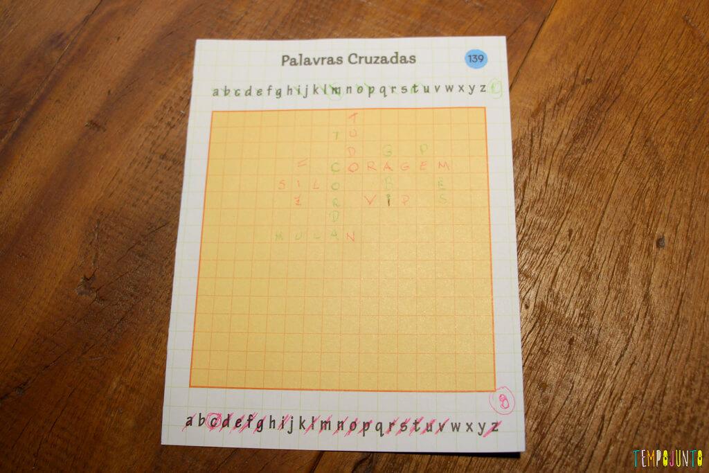 Um jogo de palavras cruzadas diferente - palavra cruzada pronta