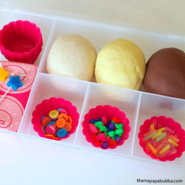 10 brinquedos caseiros para brincar em silêncio - cupcake de massinha