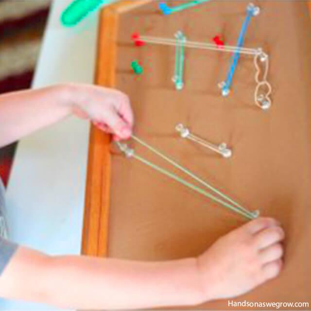 10 brinquedos caseiros para brincar em silêncio - quadro de elasticos